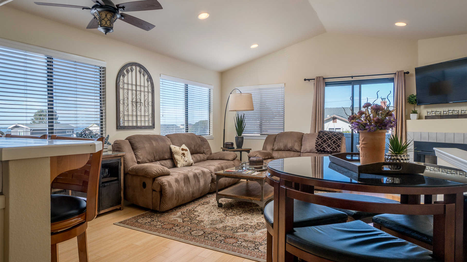 Illinois, 2 Bedrooms Bedrooms, ,1 BathroomBathrooms,Apartment,Vacation Rental,1203