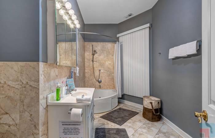 6433 South Kenwood Avenue GN, Chicago, Illinois 60, Illinois, 1 Bedroom Bedrooms, ,1 BathroomBathrooms,One Bunk Bed,Vacation Rental,6433 South Kenwood Avenue GN, Chicago, Illinois 60,1214
