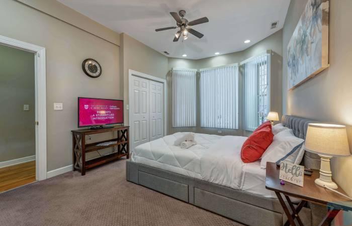 6433 South Kenwood Avenue GN, Chicago, Illinois 60, Illinois, 2 Bedrooms Bedrooms, ,2 BathroomsBathrooms,Apartment,Vacation Rental,6433 South Kenwood Avenue GN, Chicago, Illinois 60,1232